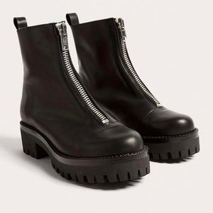 Urban outfitters Cleo front zip Chelsea boots sz8